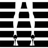 Rayas blancos y negros del modelo de moda Fotografía de archivo