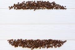 rayas de los granos de café en el fondo de madera blanco Fondo de madera dividido en 4 porciones Espacio de la copia, lugar libre fotografía de archivo libre de regalías
