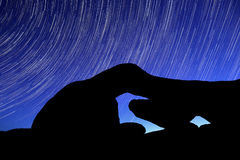 Rayas del rastro de la estrella de la noche sobre los rock de Joshua Tree Park Fotografía de archivo libre de regalías