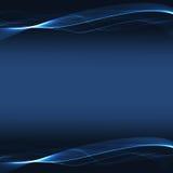 Rayas onduladas azules en un fondo oscuro Foto de archivo