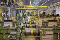 Rayez pour les tuyaux de roulement d'un grand diamètre à l'usine Images libres de droits