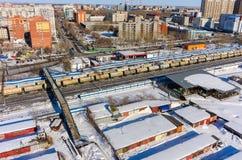 Raylways entre les secteurs de la ville de Tyumen Russie Image stock