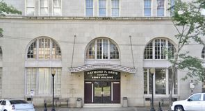 Raymond P Davis County Annex Building Entrance, meridiano, Mississippi imágenes de archivo libres de regalías