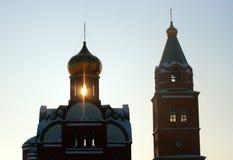 Rayo de la silueta de la iglesia del canal de la iluminación de la puesta del sol Imagen de archivo