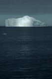 Rayo de sol en el iceberg Imagen de archivo libre de regalías