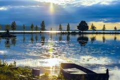 Rayo de sol entre las nubes foto de archivo libre de regalías