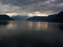 Rayo de Sun en los fiords fotos de archivo libres de regalías