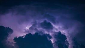 Rayo en nube de tormenta oscura Fotografía de archivo