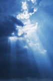 Rayon de soleil du soleil de ciel images libres de droits