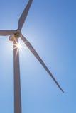 Rayon de soleil sur la tour de moulin à vent Photographie stock libre de droits