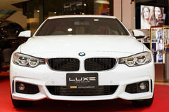 RAYONG,泰国- 2月18 :在显示的BMW汽车在Laemtong S 免版税图库摄影