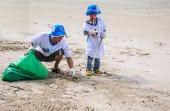 Rayong, Ταϊλάνδη: Στις 15 Σεπτεμβρίου 2012. Μη αναγνωρισμένος καθαρισμός ανθρώπων Στοκ Εικόνα