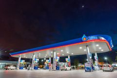 Rayong, Rayong /Thailand - 17-ое июня 2018: Бензоколонка PTT Стоковая Фотография RF