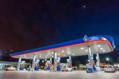 Rayong, Rayong /Thailand - 17 de junho de 2018: Posto de gasolina do PTT fotografia de stock royalty free