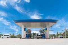 Rayong /Thailand, Jan 16 -, 2019: PTT benzynowa stacja PTT spółka akcyjna Ograniczająca lub po prostu jest Tajlandzkim państwowym zdjęcia royalty free
