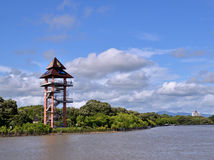 Rayong, torre di punto di vista della Tailandia al Phra Chedi Klang Nam Mangrove Ecology Learning Center Fotografia Stock Libera da Diritti