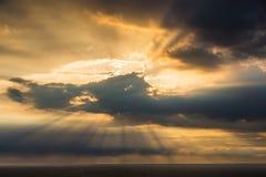 Rayons crépusculaires du soleil Photographie stock libre de droits