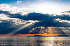 Rayons crépusculaires sur la mer tyrrhénienne Images libres de droits