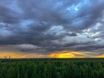 Rayons d'or de coucher du soleil Photographie stock libre de droits