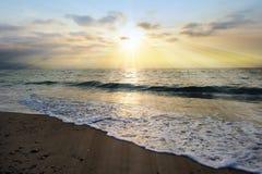 Rayons de coucher du soleil d'océan Photo libre de droits