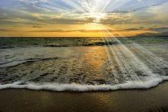 Rayons de coucher du soleil d'océan Photo stock
