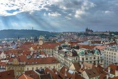 Rayons de soleil au-dessus de Prague Photos libres de droits