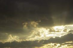 Rayons du coucher de soleil image stock