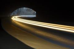 Rayos abstractos de la luz ámbar blanca y Foto de archivo