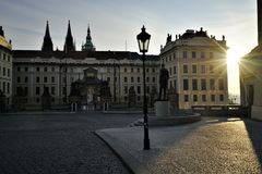 Rayos de esperanza por T g M Estatua en Praga fotografía de archivo