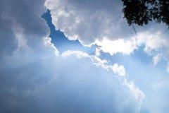 Rayos de la luz que brillan abajo Fotografía de archivo libre de regalías