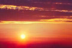 Rayos de sol de la puesta del sol en Dawn Or Sunrise Instante entonado fotografía de archivo libre de regalías