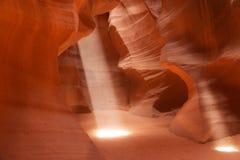 Rayos de sol en el barranco superior del antílope, Arizona, los E.E.U.U. Imagenes de archivo