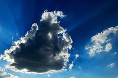 Rayos de sol y nubes Fotos de archivo