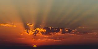Rayos de Sun en la puesta del sol Fotografía de archivo