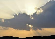Rayos de Sun a través de las nubes Foto de archivo libre de regalías