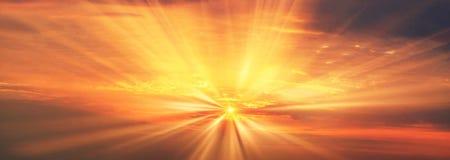 Rayos del amanecer de la salida del sol imagenes de archivo