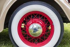 Rayos 1934 del metal de la rueda del tapacubos del coche de Ford Cabriolet fotos de archivo