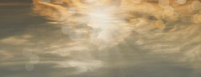 Rayos hermosos del sol con los orbes Foto de archivo libre de regalías
