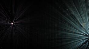 Rayos ligeros a través de los pequeños agujeros en un espacio oscuro Fotografía de archivo libre de regalías