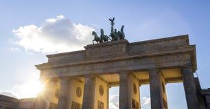 Rayos solares de Berlín de la puerta del tor de Brandenburger fotografía de archivo libre de regalías