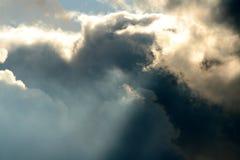 Rayos y nubes fotografía de archivo