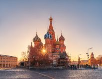 The rays of the sun and St. Basil`s Cathedral. Monument to Minin and Pozharsky under reconstruction royalty free stock photos