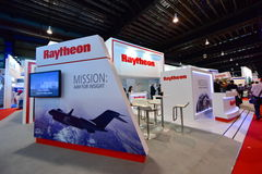 Raytheon bås på Singapore Airshow Royaltyfria Foton