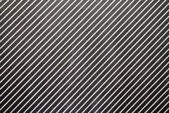 Rayures blanches diagonales sur le fond noir Photos stock