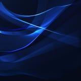 Rayures onduleuses bleues sur un fond foncé Photographie stock