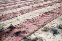 Rayures rouges et blanches superficielles par les agents et portées image libre de droits