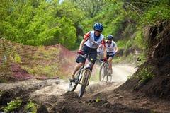 Raza a campo través de la bici de montaña Foto de archivo