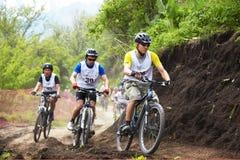 Raza a campo través de la bici de montaña Fotografía de archivo libre de regalías