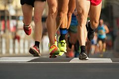 Raza corriente del maratón teniendo en cuenta la tarde fotografía de archivo