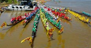 Raza de barco camboyana del festival del agua Fotos de archivo